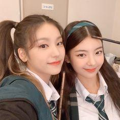 Image about kpop in ( ๑ ᴖ ᴈ ᴖ)ᴖ ᴑ ᴖ๑)❣ # # deslea ! 🧚🏽♀️+🧚🏾♀️ by kalea ! Kpop Girl Groups, Korean Girl Groups, Kpop Girls, Jyp Got7, Programa Musical, Sana Momo, Ulzzang Girl, New Girl, K Idols