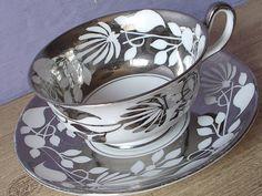 UNIQUE argent Antique Chelsea Royal et blanc tasse à thé et soucoupe, anglais tasse à thé, tasse à thé platine, tasse à thé Bone china, Mid Century modern