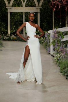 939d5b68ad77 14 fantastiche immagini su Atelier Pronovias Gentile Wedding sposa e ...
