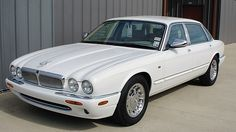 1999 Jaguar XJ8 Vanden Plas Jaguar X300, Jaguar Daimler, Xjr, Chrome Wheels, E Type, S Car, Car In The World, Cars Motorcycles, Cool Cars