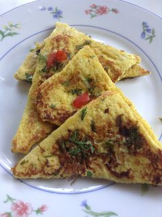 Savoury french toast is simple and easy to make with few ingredients. This can be served as a breakfast or snack. I like to serve thi. Savoury French Toast, Few Ingredients, Spicy, Snacks, Breakfast, Ethnic Recipes, Easy, Food, Morning Coffee