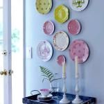 Ideas for decorating walls: Use decorative plates