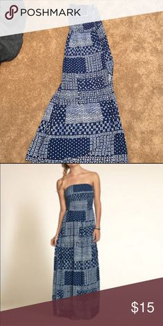 Blue maxi dress Patterned blue and white strapless maxi dress with slits on both sides Hollister Dresses Maxi