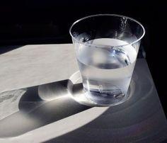 ¿Por qué es bueno tomar un vaso de agua en ayunas?