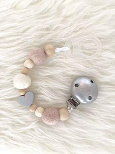 Schnullerbänder - Schnullerkette mit Holzperlen und Filzkugeln - ein Designerstück von the_endless_love bei DaWanda