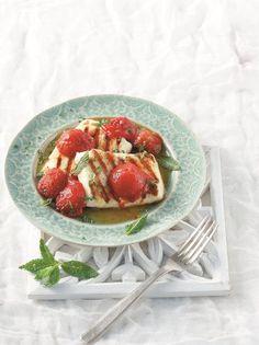 Σαγανάκι με χαλούμι και ψητές ντομάτες #σαγανάκι #χαλούμι Antipasto, Dessert Recipes, Desserts, Greek Recipes, Food Styling, Love Food, Waffles, Food Porn, Strawberry