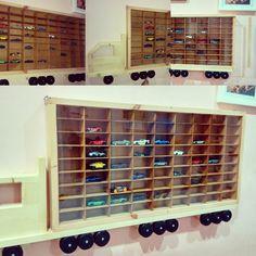 Rak Hotwheel besar model truck isi 81 mainan tutup sliding akrilik