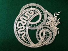 Hairpin Lace Crochet, Crochet Motif, Crochet Edgings, Crochet Shawl, Bobbin Lace Patterns, Bead Loom Patterns, Lace Earrings, Lace Jewelry, Madonna