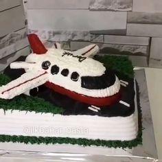 airplane cake For Boys - Airplane Cake Airplane Birthday Cakes, Airplane Cupcakes, Toddler Birthday Cakes, Airplane Party, Boy Birthday, Planes Cake, Cake Hacks, Birthday Activities, Cake Decorating Techniques