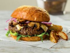 Filet mignon meets red onion, arugula, spicy pepperjack and earthy wild mushrooms in our delectable Summer Burger. Dog Recipes, Burger Recipes, Steak Recipes, Gourmet Recipes, Grilling Recipes, Delicious Recipes, Sloppy Joe Burger, Burger Buns, Steak Burger Recipe