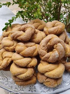 """Νόστιμη συνταγή μαγειρικής από """"Gogo Samiou -ΟΙ ΧΡΥΣΟΧΕΡΕΣ / ΗΔΕΣ"""" ΥΛΙΚΑ 1 ποτήρι του νερού κανονικό λάδι ελαφρύ 1 ποτήρι φρέσκο χυμό πορτοκαλιού 1 ποτήρι ζάχαρη 1/2 φλιτζανι του τσαγιού σιμιγδαλι χοντρο 1 κγ μαγειρική σόδα 2κγ κανέλα 1κγ Food And Drink, Cooking Recipes, Cookies, Desserts, Bakken, Crack Crackers, Tailgate Desserts, Deserts, Chef Recipes"""