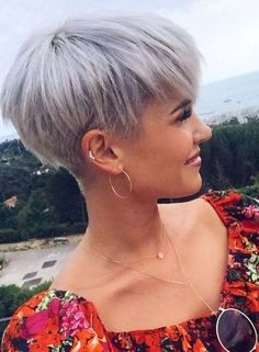 Hairstyles for Short Pixie Blonde Cuts