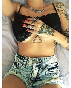 tattoos are so sexy // if you know the model, please her // Tattoo Girls, Girl Tattoos, Tattoos For Women, Tatoos, Full Body Tattoo, Body Tattoos, New Tattoos, Tattoo No Peito Feminina, Unique Tattoos