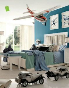 Love that deep sea foam/aqua color for an accent wall in a bedroom...need to find out what it is, or match it as close as I can! Hmmm...