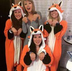 Taylor Swift with fans in Loft 89'