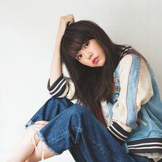 桐谷美玲のデニムスタイル♡ ほしいのは切りっぱなしと……|NET ViVi|講談社『ViVi』オフィシャルサイト