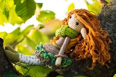 Happy Autumn! Little Amigurumi doll is relaxing in a tree. There ist much more on www.danisamigurumi.com Wool: Schachenmayr Catania Pattern: Fox in the Snow Designs #amigurumi #amigurumipattern #doll #crochet Amigurumi Doll, Happy Fall, Catania, Wool, Crochet, Pattern, Design, Puppets, Crochet Hooks