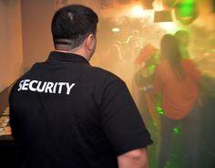 Horeca beveiliging is tegenwoordig een normale verschijning in het uitgaansleven. Zelfs bij eetgelegenheden wordt horeca beveiliging ingezet om de orde en rust te bewaren. DEM beveiliging kan beveiligingsbeambten leveren welke ten allen tijde streven naar een geweldloze oplossing om escalatie te voorkomen.