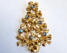 Avon Brooch Christmas Tree Brooch Avon Pin Christmas Tree Pin Swarovski Rhinestone Brooch Rhinestone Pin Avon Jewelry Christmas Brooch