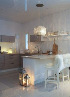 classyinteriors on Somegram Cozy Kitchen, Kitchen Dining, Kitchen Ideas, Dining Room, Interior Design Kitchen, Interior Decorating, Cosy Home, Modern Decor, Luxury Homes