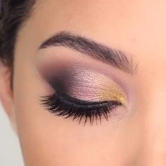 Love don't cost a thing…👯‍♀️🎶 Yass 🙌🏼or Naw 🥴 to this smokey eyes? By Perfect eye makeup looks! Love them all By: Glam makeup tutorial! I love the confidence that eye makeup gives me 😍😘 By: Hd Make Up, Make Up Gold, Make Up Videos, Rose Gold Makeup, Purple Makeup, Smokey Eyes, Smokey Eye Makeup, Makeup Eyeshadow, Purple Smokey Eye