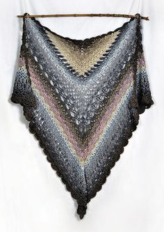 P 59: Dragonfly Wing Shawl - free crochet pdf pattern at Vinnis Colours Patterns