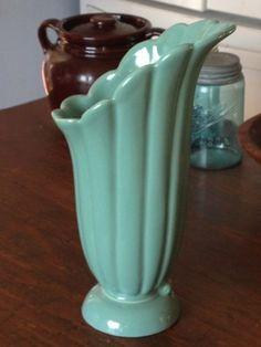 Abingdon Pottery Green Vase 550. Abingdon Pottery of Illinois was made from 1934 - 1950.  via eBay