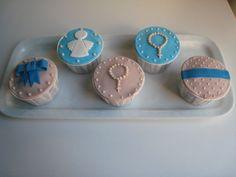Cupcakes para batizado de menino em tons de azul e bege