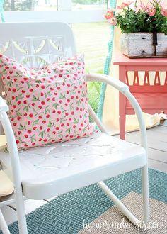 Cottage Style Porch - Vintage Metal Glider & Chairs ( I love the pillow! Vintage Metal Glider, Vintage Metal Chairs, Vintage Outdoor Furniture, Vintage Patio, Vintage Industrial Decor, Porch Furniture, Industrial Interiors, Vintage Wood, Rustic Furniture
