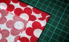 Learn to sew letter corners Sewing Patterns Free, Free Pattern, Sewing Letters, Sewing Hacks, Sewing Crafts, Sewing Tutorials, Bias Tape, Learn To Sew, Baby Quilts