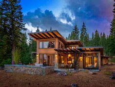 This modern mountain retreat in Northern California& ski country strikes us as an ideal place take in some fresh air and unwind in front of a roaring fire. Chalet Modern, Modern Mountain Home, Mountain Homes, Modern Cabins, Mountain Living, Modern Homes, Cabin Homes, Log Homes, Pavillion