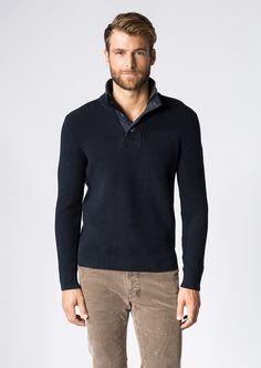 Sportiv designter Troyer von Marc O'Polo mit breiter Knopfleiste in einer hochwertigen Grobstrick-Variante mit klarem Maschenbild für einen zeitlosen Look. Aus 100% Baumwolle....