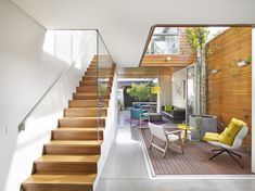 Brandling Street House, by Elaine Richardson Architects, is a new build in a conservation zone. The result is a light, colourful and open family home. Words by Tess Ritchie. Indoor Courtyard, Internal Courtyard, Courtyard House, Courtyard Ideas, Narrow House Designs, Narrow House Plans, Long House, Open House, Casa Patio