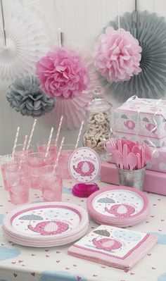 Create this beautiful baby girl shower decor for less than 40$ for 16 guests. Clic on the link to find everything on this photo! Baby girl shower on a budget.