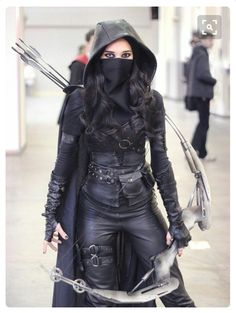 assassin with a bow Cool Costumes, Costumes For Women, Cosplay Costumes, Female Halloween Costumes, Halloween Fotos, Rogue Costume, Gothic Mode, Warrior Outfit, Female Assassin