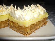 Dorothy Sweet: Prajitura cu mere,bezea si crema de vanilie Apple Deserts, Romanian Desserts, Cake Recipes, Dessert Recipes, Savoury Cake, Something Sweet, Bakery, Sweet Treats, Good Food