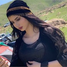 Breast Augmentation in Karachi, Islamabad & Pakistan Beautiful Girl Makeup, Gorgeous Eyes, Cool Girl Pictures, Cute Couple Pictures, Stylish Girl Images, Stylish Girl Pic, Girl Photo Poses, Girl Photography Poses, Arabian Beauty Women
