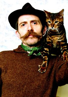"""Billy Childish, English artist and co-founder of the """"Stuckist"""" movement, with… I Love Cats, Cool Cats, Photo Rock, Mark Twain, Billy Childish, Celebrities With Cats, Men With Cats, English Artists, Cat People"""