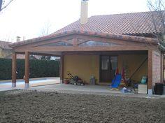 Construcción porche a dos aguas en la trasera y lateral de un chalet.  www.edanpergolas.com