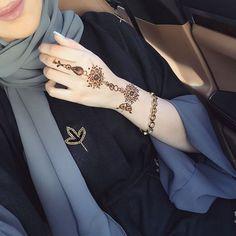 Pin by Rashidah SayyidKhaleel on Henna art Henna Tattoo Designs Simple, Mehndi Designs For Girls, Mehndi Designs For Beginners, Mehndi Simple, Mehndi Designs For Fingers, Beautiful Henna Designs, Latest Mehndi Designs, Simple Mehndi Designs, Henna Tattoo Hand