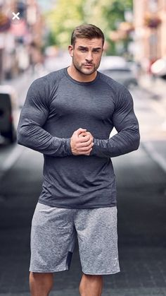 With Gymshark DRY Moisture Management, the classic Gymshark form fit, and laser cut perforation beneath the arms to enhance ventilation, the Apex Long Sleeve T-shirt makes extreme effort seem effortless. Muscular Men, Gym Style, Moda Fitness, Good Looking Men, Gorgeous Men, Pretty Men, Bearded Men, Cute Guys, Sport Outfits