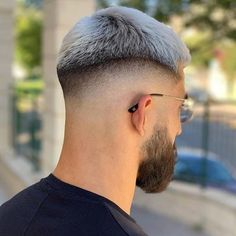 If you're looking for the best haircuts for young man, these cool hairstyles are perfect Young Men Haircuts, Young Mens Hairstyles, Hairstyles Haircuts, Cool Hairstyles, Barber Hairstyles, Hair And Beard Styles, Curly Hair Styles, Bowl Haircuts, Men Hair Color