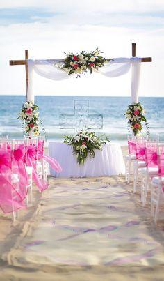 """Muy cerca de la aldea pesquera de Zihuatanejo se encuentra el hotel #BarcelóIxtapa, en el que podréis daros el """"sí, quiero"""" en las las cálidas arenas de la bahía de El Palmar. ¡Más info haciendo clic en el pin! #WeddingTypes #CharmingWeddings #BodasConEncanto"""