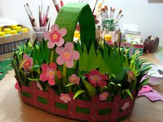 Easter is coming so it's time to think about gifts for loved ones. And what could be better Easter crafts Baby Easter Basket, Easter Baskets To Make, Easy Crafts, Diy And Crafts, Crafts For Kids, Paper Crafts, Flower Crafts, Flower Art, Basket Crafts