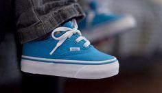 Как правильно выбрать обувь ребенку по размеру?