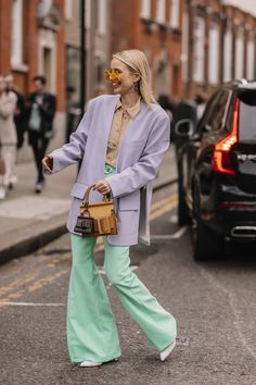 All the London Fashion Week Street Style Looks You Need to See – My ideas, my pins 2020 Best Street Style, Autumn Street Style, Street Style Looks, Street Style Women, Grunge Style, Soft Grunge, Grunge Girl, 90s Grunge, Tokyo Street Fashion