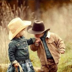 adorable little cowboy and cowgirl Cowboy Up, Little Cowboy, Cowboy Western, Cowboy Hats, Cowboy Baby Names, Western Photo, Cowgirl Baby, Cowgirl Style, Western Style