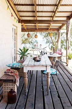 Use table under house for this - Boho Decor Patio Outdoor Rooms, Outdoor Dining, Outdoor Decor, Rustic Outdoor Spaces, Outdoor Island, Outdoor Landscaping, Outdoor Areas, Outdoor Life, Landscaping Ideas