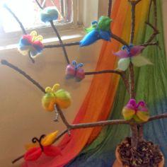 Como fazer uma borboleta de lã cardada - passo a passo. How to make a wool butterfly - tutorial from João Pé de Feijão