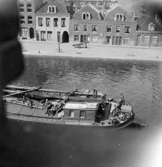 1945. A food transport ship guarded by German troops at the Schinkelkade in Amsterdam. Photo Charles Breijer. #amsterdam #1945 #Schinkelkade